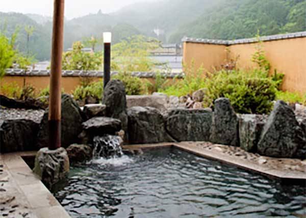 日本哪家溫泉店值得一去再去?2015年當地人排行,第一名就在這裡!