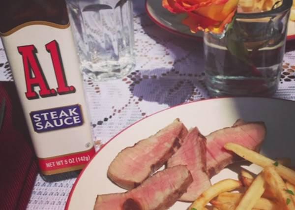 A1牛排醬和牛排原本是最恩愛的情侶,但當A1用了FB後,它發現了全新世界...!