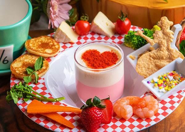 拍完照才捨得開動!日本愛麗絲夢遊仙境「冬季餐點」每道都超欠拍,滿滿起司就算發胖也甘願~