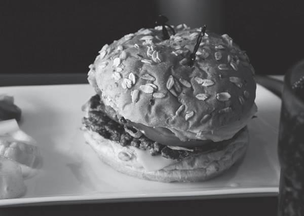 漢堡竟然曾經被當成家常菜?!揭開幾項韓國小吃的神秘面紗,隱藏版「雪下覓」烤肉你吃過嗎?