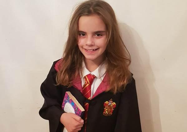 相似度100%!英國9歲小女孩「神撞臉」艾瑪華森,穿上霍格華茲校服根本妙麗本人啊~