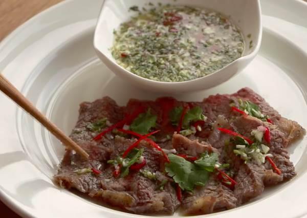 以為自己真的飛到泰國去!超好吃泰式叢林烤牛肉,開胃程度連媽媽都會嚇傻了!