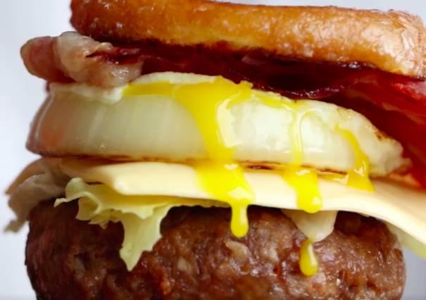 好吃指數根本在跟自己的恥度pk!超好吃甜甜圈漢堡,口感讓人忘記要減肥!