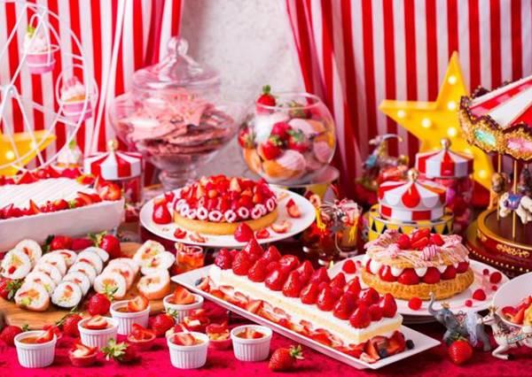 100種甜點任你吃!日本「草莓吃到飽特輯」94要滿滿粉紅,還有哥吉拉亂入是不是跑錯場啦~