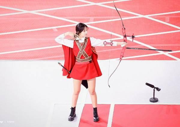 射箭女神2019強勢回歸!TWICE子瑜變身「魔戒精靈公主」連中紅心,美到不像世間物!