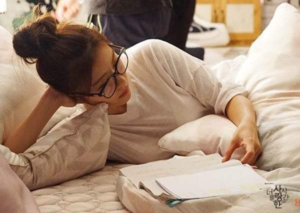 整天躺在床上還是覺得累?休息也要記得「積極休息」,做點緩和運動反而能把疲勞徹底掃光!