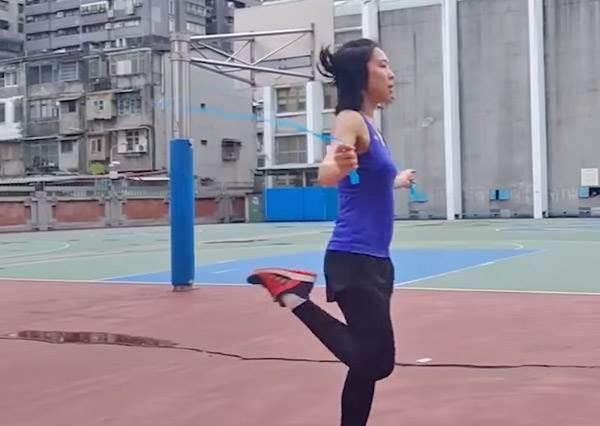 10分鐘就超有感!5種「跳繩運動」幫你打擊肉肉,只要動作正確比慢跑1 HR更有效啊~