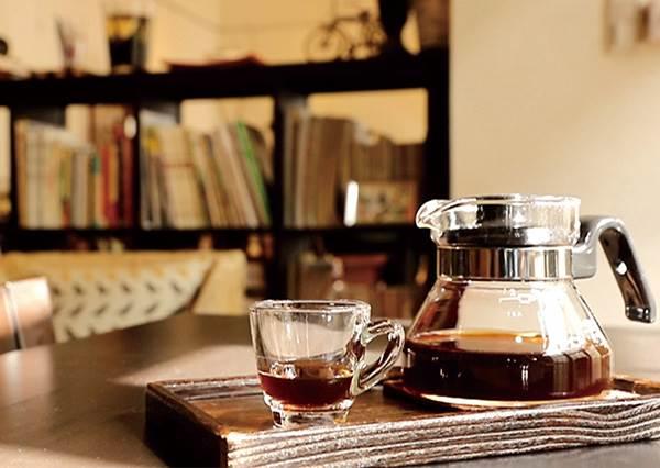 窩一整天都不是問題!嚴選《大稻埕新舊融合的3家質感咖啡廳》:喝的不是飲料,是歷史啊!