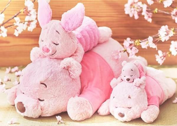 準備奉上壓歲錢!日本「櫻花粉小熊維尼&米妮周邊」太欠買,過年跟趴睡維尼一起耍廢才愜意啊~