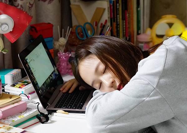 晚上總是睡不著還莫名變胖?想養成好的睡眠品質與身材,除了控制飲食,「進食時間」也是關鍵!