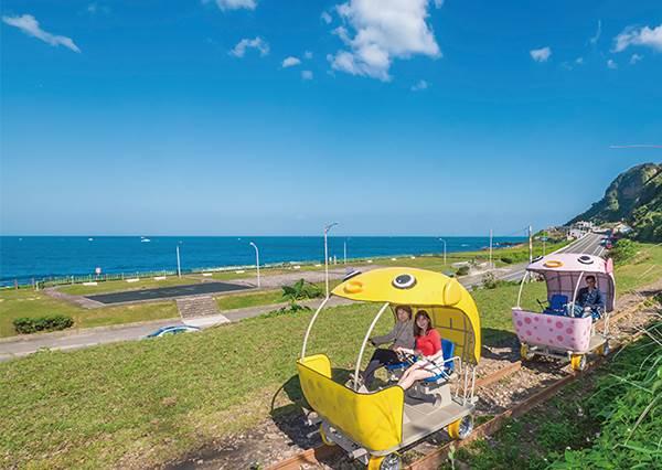 有河豚在跑?!無敵海景新景點《深澳鐵道自行車路線》,超Q萌夢幻場景不愧是北部最美海岸線!