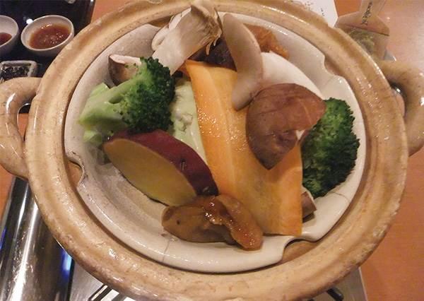 泡溫泉不稀奇,拿來煮東西才有趣!日本3道溫泉烹調的代表料理,綿密湯豆腐竟然煮越久越滑嫩!