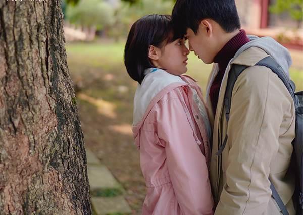 連魏蔓都來尬一腳?《愛情白皮書》現身在2019香港影視展啦!張庭瑚的好身材就要眼睛食先啊