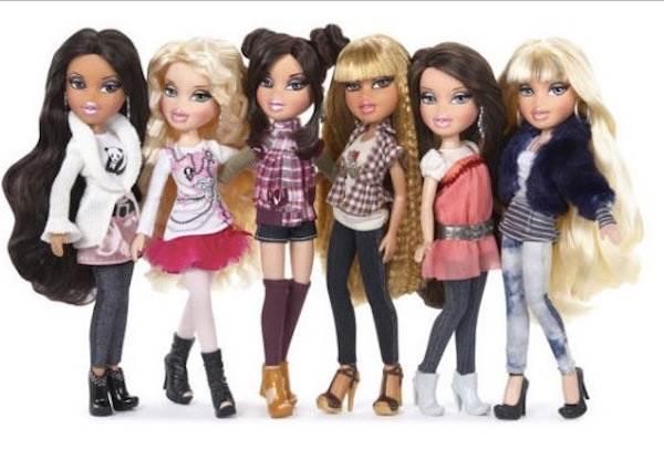 有位藝術家幫洋娃娃卸妝、脫下華服,反而可能激勵無數小女孩!?