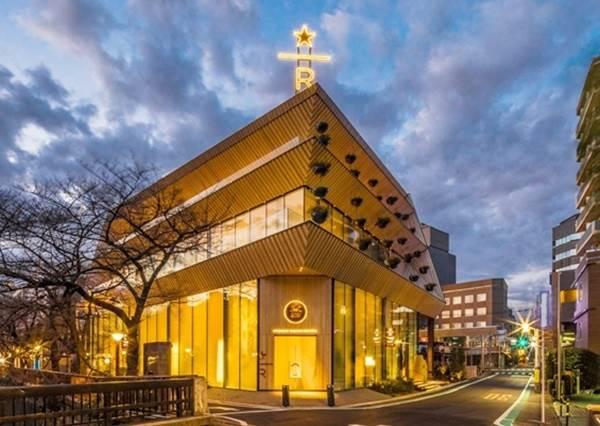 全世界第5間!日本《星巴克臻選烘焙工坊》東京盛大開幕,沐浴在櫻花海裡喝咖啡何止享受啊❤