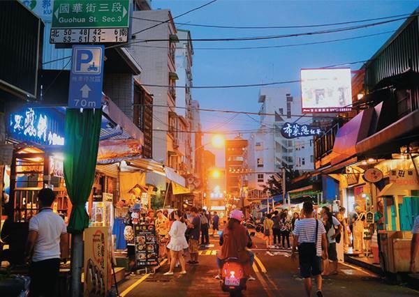 放假就出發!台南必朝聖「美食戰區」快準備好空肚子,滿滿小吃甜點怎樣都不怕餓到啊~