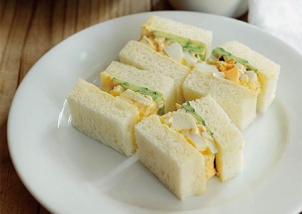 想讓雞蛋三明治增添口感,不是加黃瓜而是雞蛋記得要這樣切啊!(圖文教學)