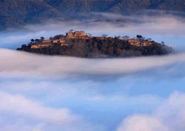 秋冬限定!宮崎駿《天空之城》被雲海圍繞的奇景就在日本,聽說還能把漂浮雲朵帶回家當伴手禮!