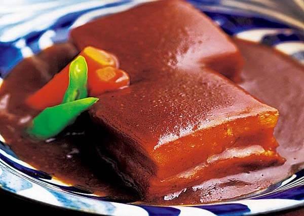想吃沖繩家庭料理,你絕對要去當地人推薦的這一家炒麵店!尤其用木瓜絲代替蔬菜口感意外超好吃