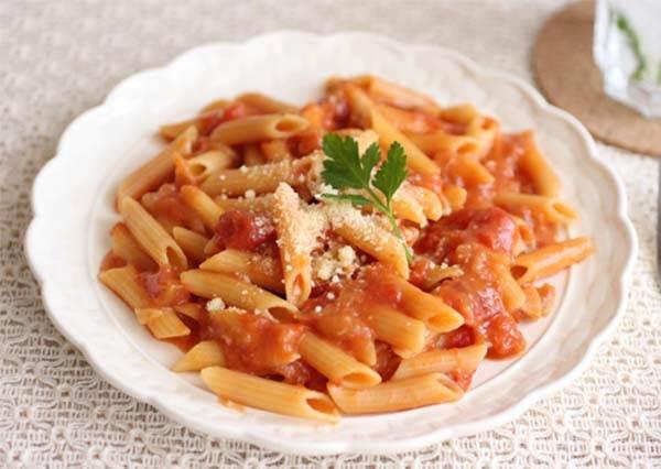 【簡單食譜】微波爐懶人烹調!5分鐘做好美味番茄醬短通心粉