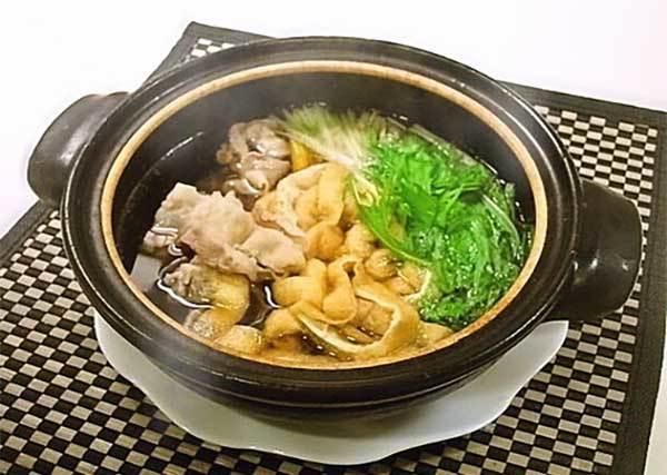 一個人的療癒小火鍋!把冰箱剩菜丟一丟,看食譜3分鐘就能完成超美味油豆腐鍋
