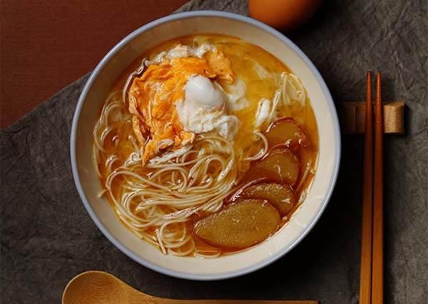 食譜:冬天NO.1宵夜美食就是這一碗!原來麻油蛋麵線沒加鹽巴更好吃?!