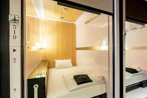 寒假自由行先筆記!東京「人氣膠囊旅館」離車站只要五分鐘,房間超大根本比飯店更划算