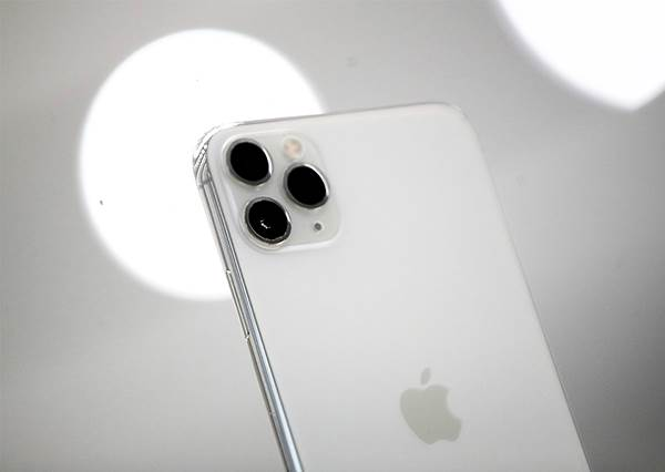 iPhone 12 預測:Apple 重反銳利化邊緣設計,更增加至 4 鏡頭