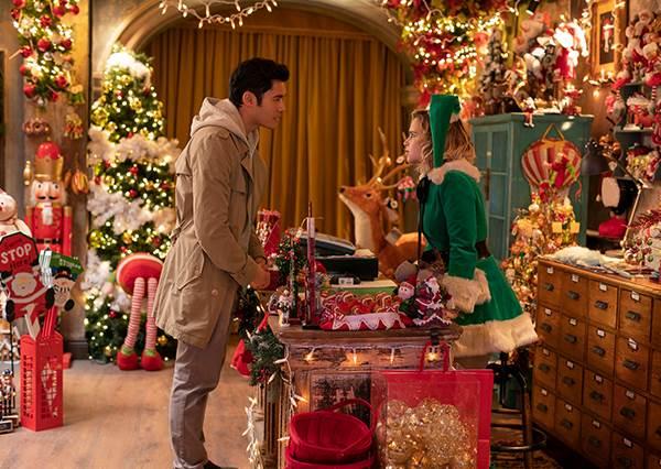最應景的聖誕歌曲!亞洲新男神亨利高汀攜手龍后艾蜜莉亞,打造溫馨又歡樂的《去年聖誕節》