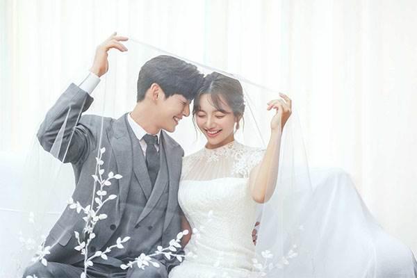 和歐巴拍偽情侶照?韓國「寫真體驗」每一張都像劇照,有專業攝影師就不用把朋友當腳架啦~