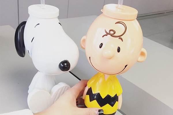 晚上睡覺不怕冷啦❤韓國推出「史努比小夜燈&飲料杯」,擺在家裡就是療癒滿分啊~