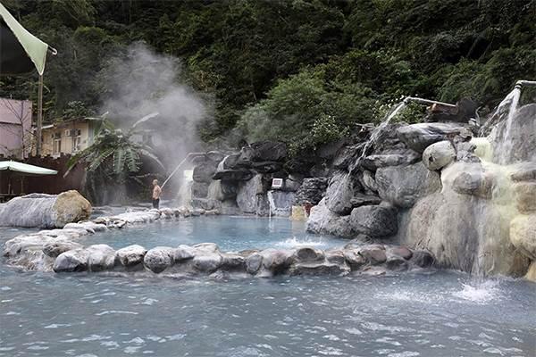 泡溫泉不是只能去礁溪!【宜蘭秘境】在森林裡泡湯超有FU,還能自己煮玉米、溫泉蛋~