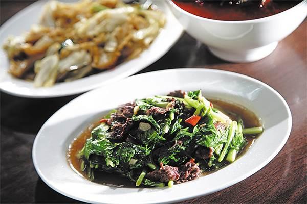 去台南當然要喝牛肉湯啊!「80年古早味」入口即化超滿足,沒吃到真的捨不得回家~
