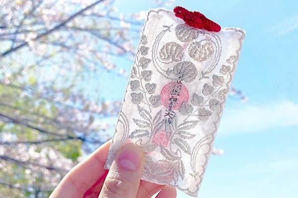 情人節前脫單就靠它❤京都神社「蕾絲御守」超夢幻,一掛上就能讓戀愛運UP UP啊~