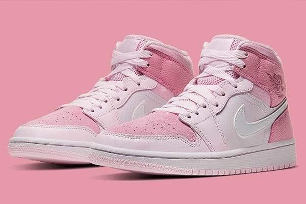 抓住草莓季的尾巴💕 5款「草莓奶霜粉」球鞋推薦,NIKE新款還能和男友搭成情侶鞋啊~