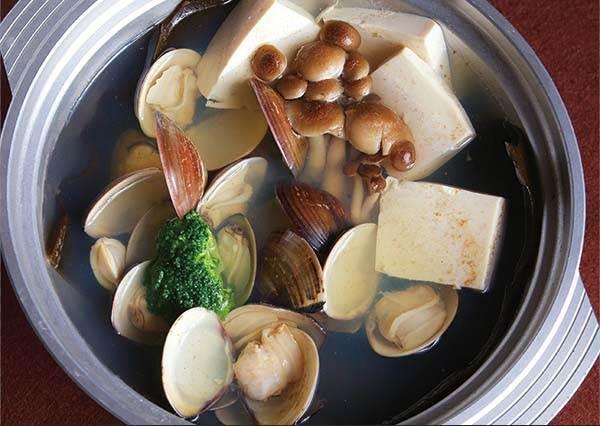 簡易食譜:怎麼讓蛤蠣豆腐湯更好吃?關鍵就在一開始你挑選哪種口感的豆腐啊!