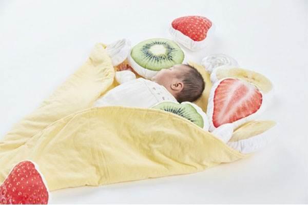讓我咬一口❤超Q「可麗餅懶人毯」準備把寶寶包起來,水果配料&鮮奶油通通沒有少~
