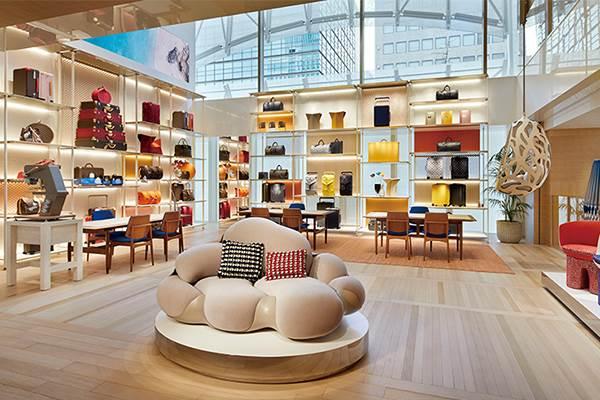 女孩們準備朝聖!LV「最大旗艦店開幕」美到像美術館,逛完還能到全球第一間LV咖啡廳休息