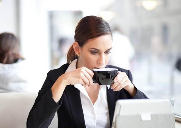 早餐喝咖啡根本沒提神效果!專家說喝咖啡的最佳時機是在...?