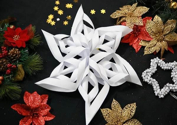 雪花隨風飄♪最平凡的白紙也能摺成絕美3D雪花?聖誕節佈置不求人!
