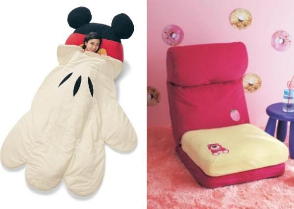 睡在米奇的大手裡!日本推出「療癒系米奇手套棉被」,收納後秒變實用可愛坐墊!