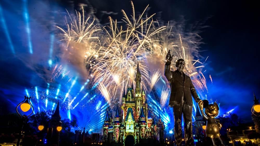 滿滿洋蔥魔法!迪士尼釋出「18分鐘煙火秀影片」,在家就能享受絢爛煙火和經典動畫主題曲❤