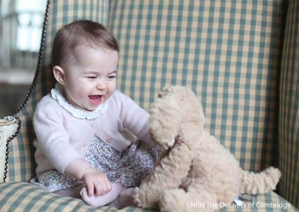 凱特王妃親自掌鏡!夏綠蒂小公主新照萌翻全球