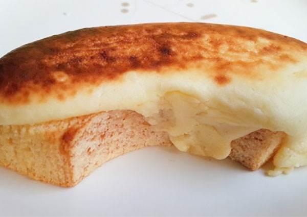 日本超商搶破頭甜點又一枚:鬆綿的「熱融起司年輪蛋糕」,冷熱吃都有不同風味!