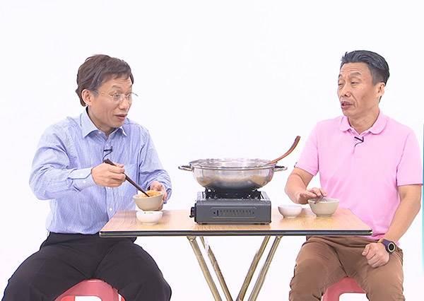 郭子亁搞分裂  ㄧ人分飾兩角 當郭台鳴遇上柯批 不僅同台還相約吃鍋