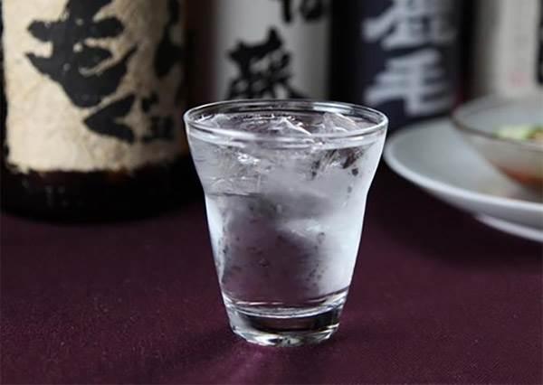 鹿兒島人氣8款地瓜燒酒,照著黃金比例這樣配水喝,最順口最甘甜!
