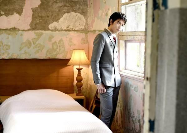 連蚊子都無法抗拒他的歌聲!蕭敬騰為新專輯拍照大現神秘特異功能?