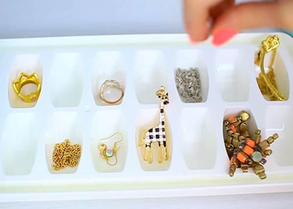 製冰盒放的是飾品?《房間收納智慧王》讓你小屋變大房!