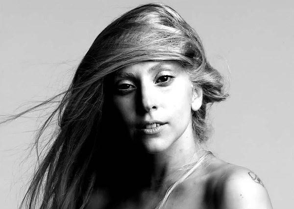怪咖變女神?看完影片你絕對會忘了Lady Gaga的奇裝異服,只想為她鼓掌!