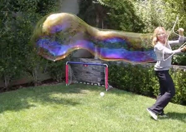 讓我圈住你這個小頑皮!原來自己在家也能做出巨型泡泡